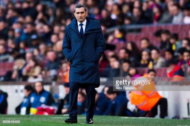 Head coach Ernesto Valverde of FC Barcelona looks on during the La Liga match between Barcelona and Athletic Club at Camp Nou on March 18 2018 in...