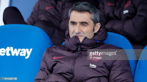 Head coach Ernesto Valverde of FC Barcelona looks on during the Liga match between CD Leganes and FC Barcelona at Estadio Municipal de Butarque on...