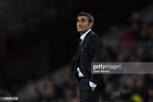 Head coach Ernesto Valverde of FC Barcelona looks on during the UEFA Champions League group F match between FC Barcelona and Borussia Dortmund at...