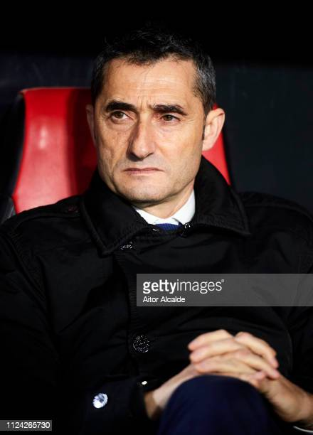 Head coach Ernesto Valverde of FC Barcelona looks on prior to the start the Copa del Quarter Final match between Sevilla FC and FC Barcelona at...