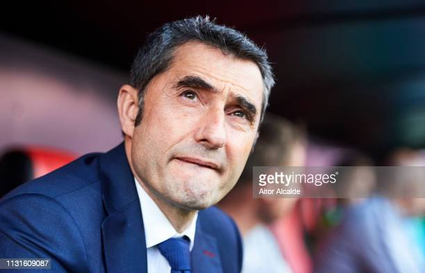 Head coach Ernesto Valverde of FC Barcelona looks on prior to the start the La Liga match between Sevilla FC and FC Barcelona at Estadio Ramon...