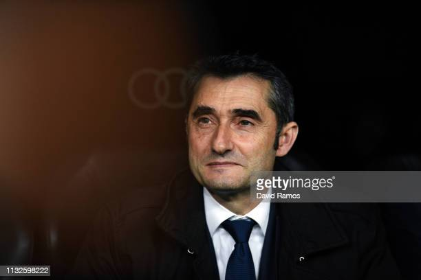 Head coach Ernesto Valverde of FC Barcelona looks on prior to the Copa del Rey Semi Final second leg match between Real Madrid and FC Barcelona at...