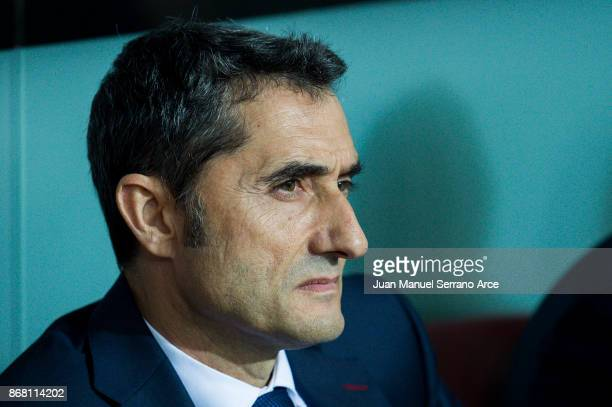 Head coach Ernesto Valverde of FC Barcelona looks on prior to the start the La Liga match between Athletic Club Bilbao and FC Barcelona at San Mames...