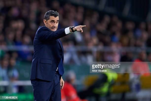 Head coach Ernesto Valverde of FC Barcelona reacts during the La Liga match between Real Betis Balompie and FC Barcelona at Estadio Benito Villamarin...