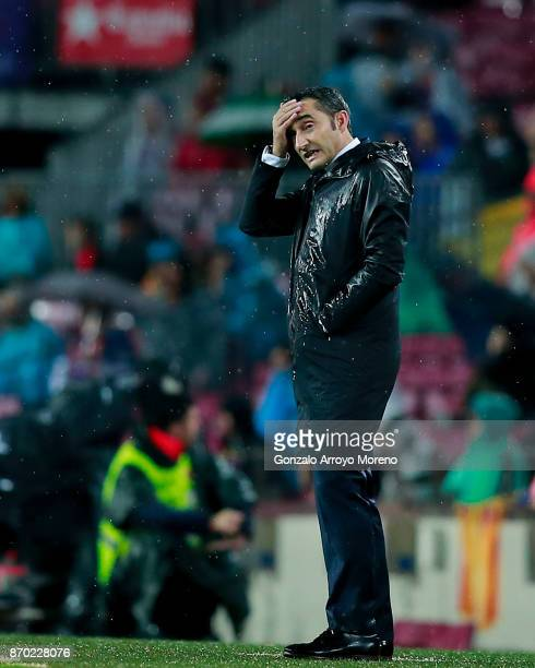 Head coach Ernesto Valverde of FC Barcelona reacts during the La Liga match between FC Barcelona and Sevilla FC at Camp Nou stadium on November 4...