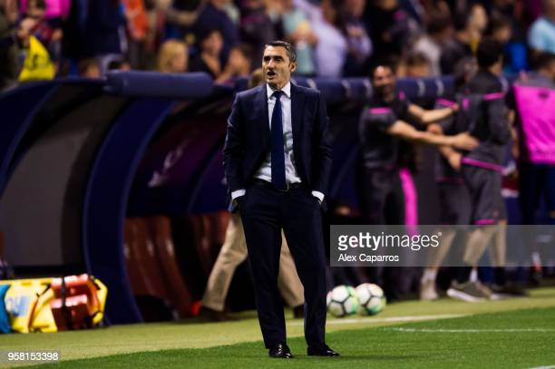 Head coach Ernesto Valverde of FC Barcelona reacts during the La Liga match between Levante UD and FC Barcelona at Estadi Ciutat de Valencia on May...