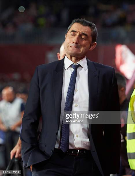 Head coach Ernesto Valverde of FC Barcelona reacts during the Liga match between Granada CF and FC Barcelona at Estadio Nuevo Los Carmenes on...