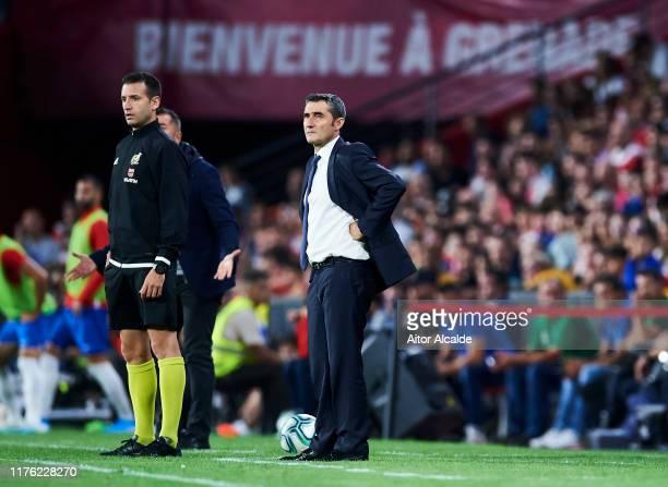 Head coach Ernesto Valverde of FC Barcelona reacts during the Liga match between Granada CF and FC Barcelona at Estadio Nuevo Los Carmenes on...