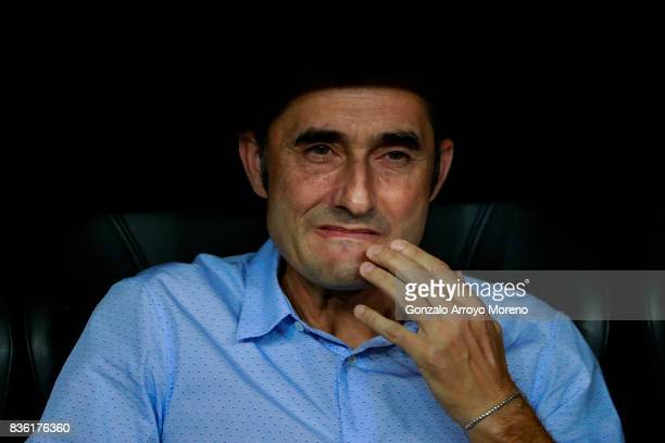 Head coach Ernesto Valverde of FC Barcelona reacts sitted on the bench prior to start the Supercopa de Espana Final 2nd Leg match between Real Madrid...