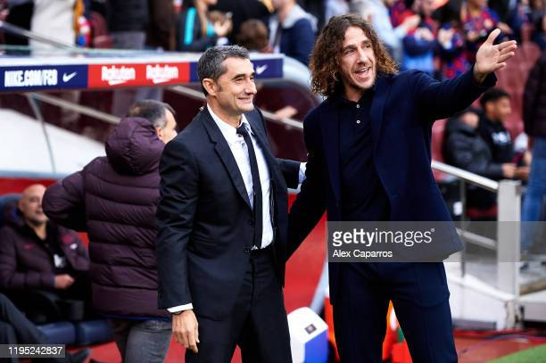 Head Coach Ernesto Valverde of FC Barcelona shares a joke with former player Carles Puyol before the La Liga match between FC Barcelona and Deportivo...