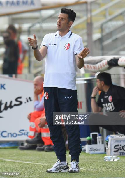 head coach Fabio Grosso of Bari issues instructions to his players during the serie B match between Parma Calcio and AS Bari at Stadio Ennio Tardini...