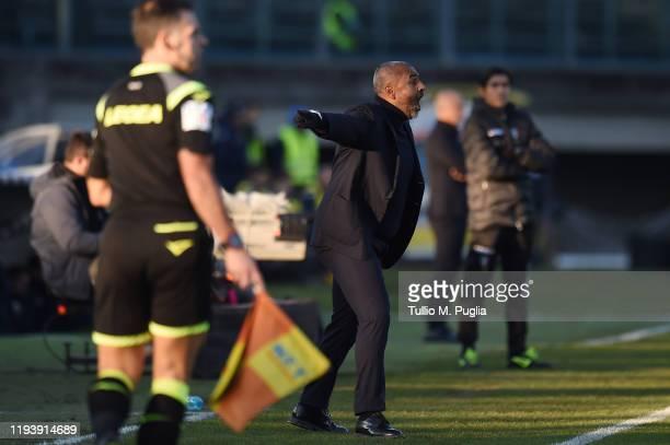 Head coach Fabio Liverani of Lecce gestures during the Serie A match between Brescia Calcio and US Lecce at Stadio Mario Rigamonti on December 14...