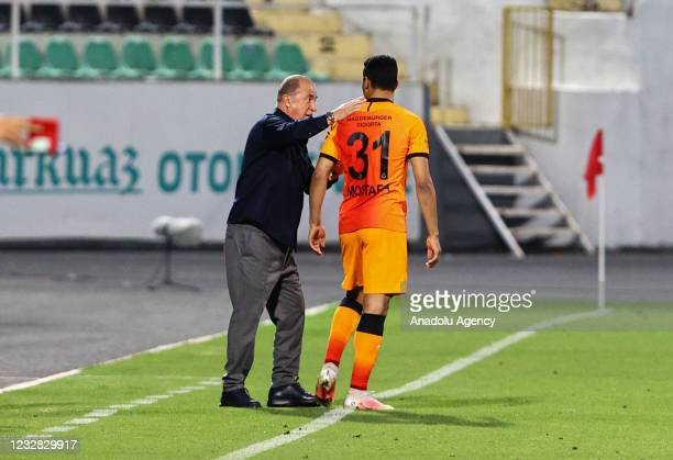 Head Coach Fatih Terim of Galatasaray speaks with his player Mostafa Mohamed Ahmed Abdalla during the Turkish Super Lig week 41 match between Yukatel...