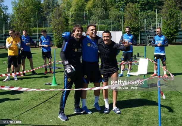 Head coach FC Internazionale Antonio Conte, Lautaro Martínez and Alexis Sanchez joke before the training session at Appiano Gentile on May 13, 2021...