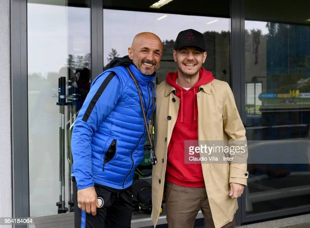Head coach FC Internazionale Luciano Spalletti and Alessandro Cattelan pose for a photo during the FC Internazionale training session at the club's...