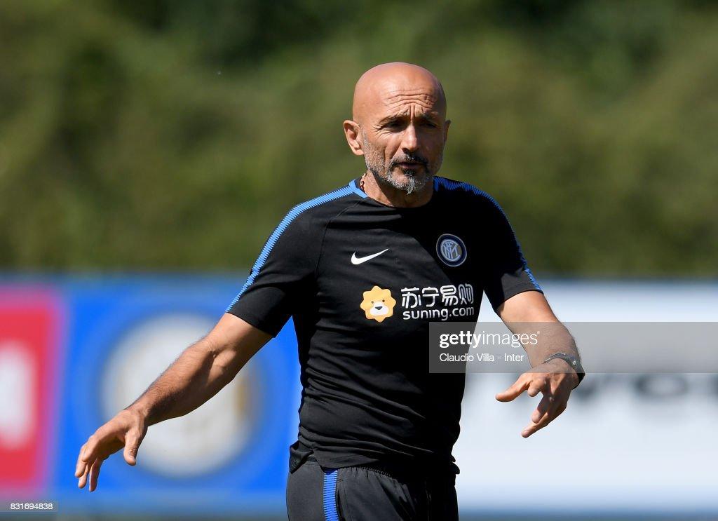 FC Internazionale Training Session : Nachrichtenfoto