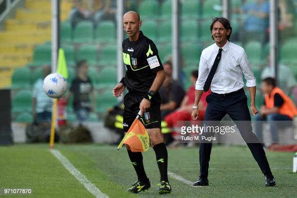 Head coach Filippo Inzaghi of Venezia shout instructions during the serie B playoff match between US Citta di Palermo and Venezia FC at Stadio Renzo...