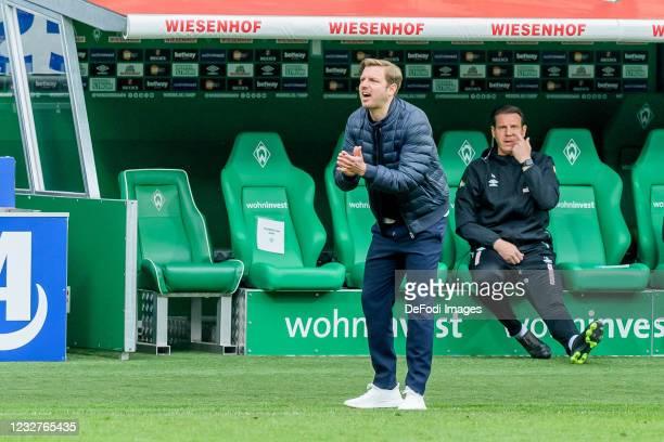 Head coach Florian Kohfeldt of SV Werder Bremen gestures during the Bundesliga match between SV Werder Bremen and Bayer 04 Leverkusen at Wohninvest...