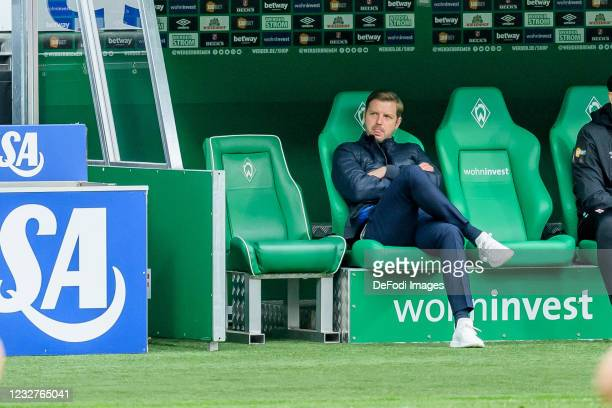 Head coach Florian Kohfeldt of SV Werder Bremen looks on during the Bundesliga match between SV Werder Bremen and Bayer 04 Leverkusen at Wohninvest...