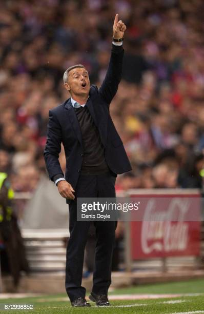 Head coach Fran Escriba of Villarreal CF reacts during the La Liga match between Club Atletico de Madrid and Villarreal CF at estadio Vincente...