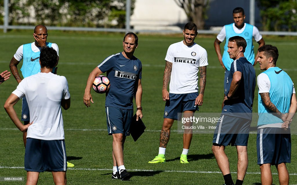Head coach Frank de Boer (C) looks on during the FC Internazionale training session at the club's training ground at Appiano Gentile on August 11, 2016 in Como, Italy.