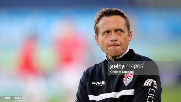 Head coach Frank Heinemann of Krefeld looks on prior to the 3 Liga match between KFC Uerdingen 05 and 1 FC Kaiserslautern at SchauinslandReisenArena...