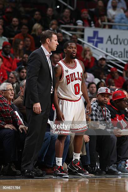 Head Coach Fred Hoiberg of the Chicago Bulls talks with Aaron Brooks of the Chicago Bulls during the game against the Washington Wizards on January...