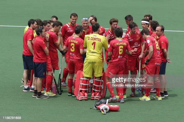 Head coach Frederic Soyez of Spain gives instructions to his players during a break of the Men's FIH Field Hockey Pro League match between Spain and...