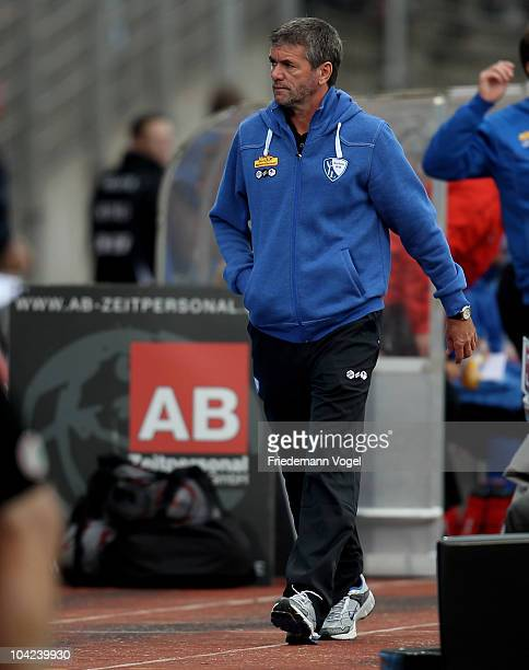 Head coach Friedhelm Funkel of Bochum looks on during the Second Bundesliga match between RW Oberhausen and VfL Bochum at the Niederrhein Stadium on...