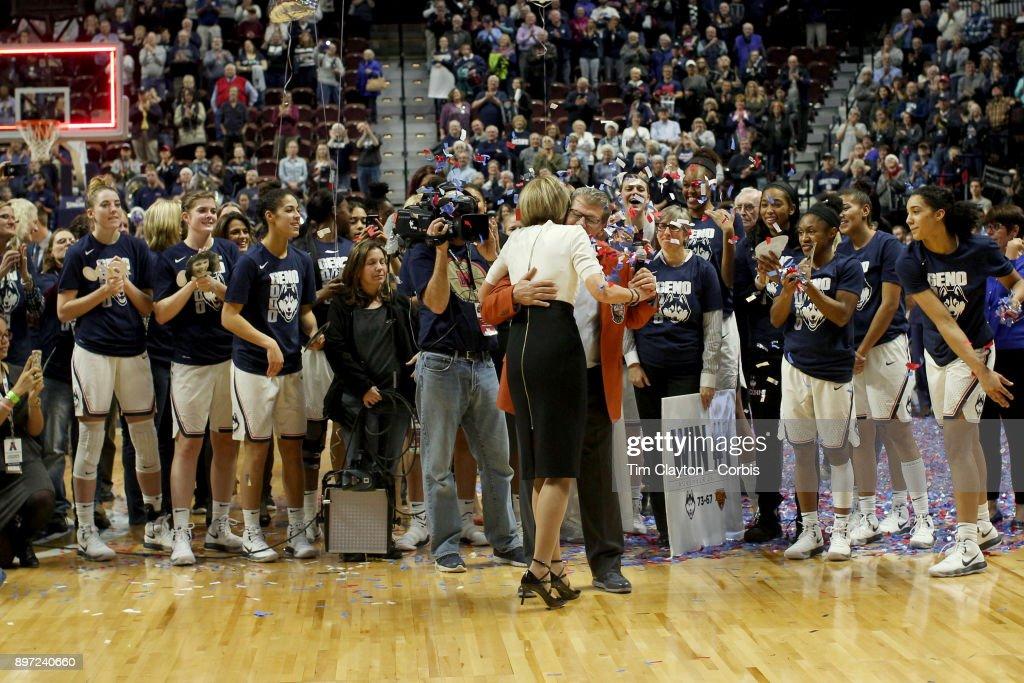 UConn Huskies Vs Oklahoma Sooners : News Photo