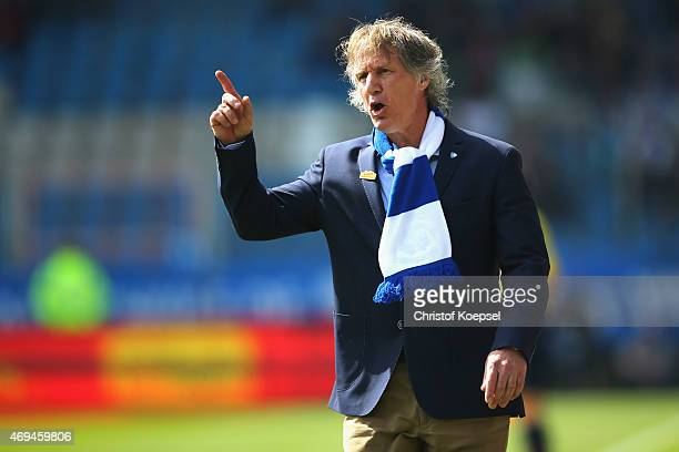 Head coach Gertjan Verbeek of Bochum looks thoughtful during the Second Bundesliga match between VfL Bochum and RB Leipzig at Rewirpower Stadium on...