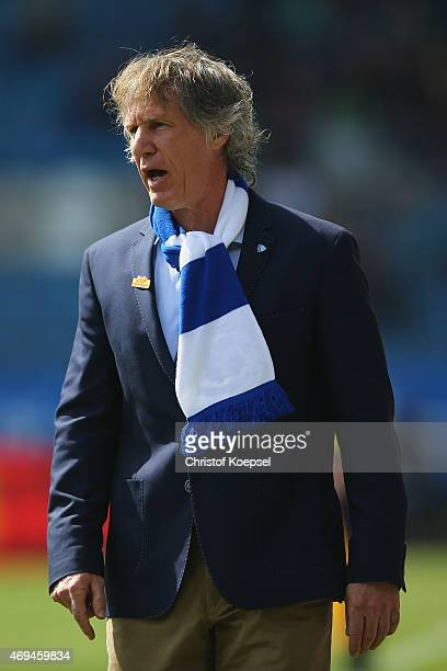 Head coach Gertjan Verbeek of Bochum shouts during the Second Bundesliga match between VfL Bochum and RB Leipzig at Rewirpower Stadium on April 12...