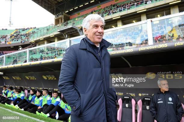 Head coach Gian Piero Gasperini of Atalanta looks on during the Serie A match between US Citta di Palermo and Atalanta BC at Stadio Renzo Barbera on...