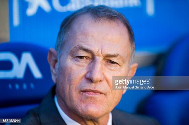 Head coach Gianni De Biasi of Deportivo Alaves looks on prior to the start the La Liga match between Deportivo Alaves and Valencia CF at Estadio de...