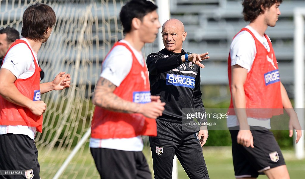 Head coach Giuseppe Sannino issues instructions during a Palermo training session at Tenente Carmelo Onorato Sports Center on March 20, 2013 in Palermo, Italy.