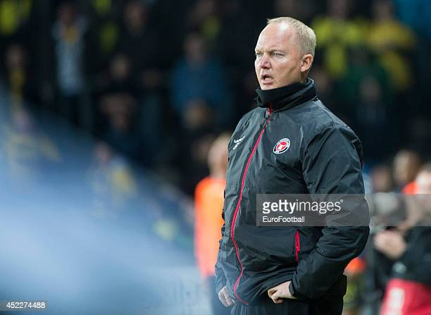 Head Coach Glen Riddersholm of FC Midtjylland looks on during the Danish Superliga match between Brondby IF and FC Midtjylland at the Brondby Stadium...