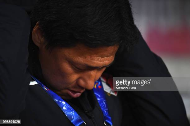 Head coach Go Oiwa of Kashima Antlers looks on prior to the AFC Champions League Round of 16 first leg match between Kashima Antlers and Shanghai...