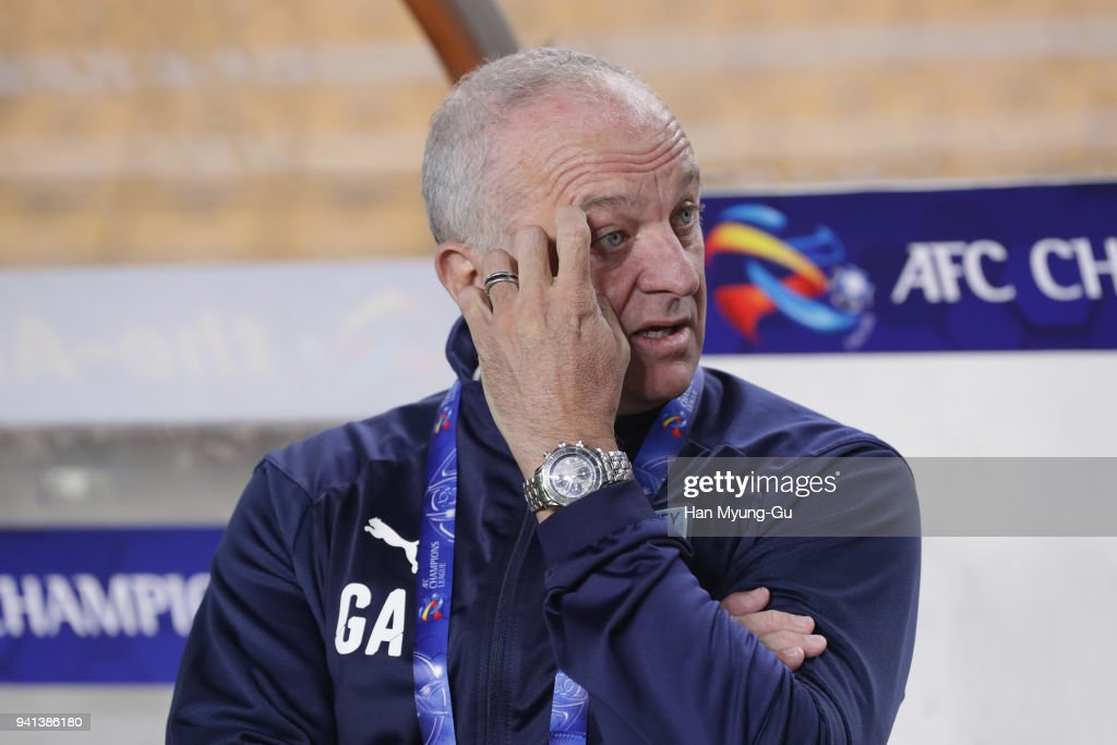 Head coach Graham Arnold of Sydney FC looks on prior to the AFC Champions League Group H match between Suwon Samsung Bluewings and Sydney FC at Suwon World Cup Stadium on April 3, 2018 in Suwon, South Korea.