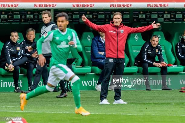 Head coach Hannes Wolf of Bayer 04 Leverkusen gestures during the Bundesliga match between SV Werder Bremen and Bayer 04 Leverkusen at Wohninvest...