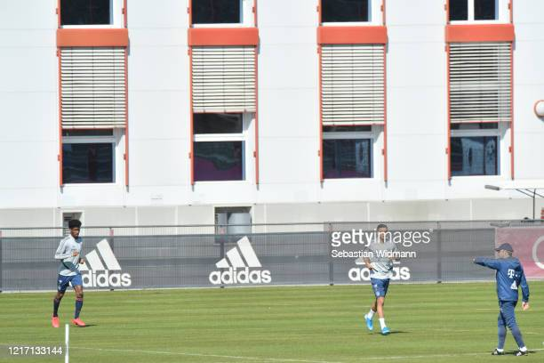 Head coach HansDieter Flick of Bayern Muenchen talks to Kingsley Coman and Oliver Batista Meier during a training session at Saebener Strasse...