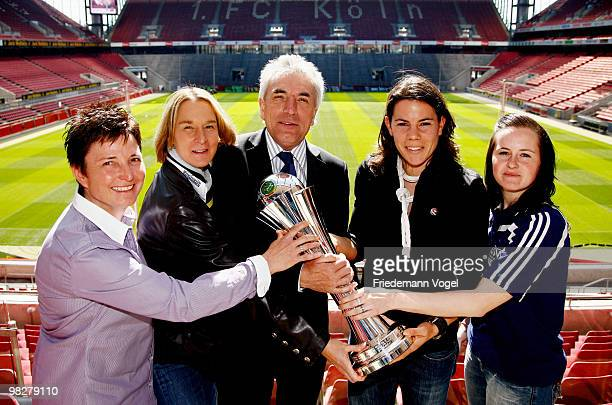 Head coach Heidi Vater of FF USV Jena head coach Martina VossTecklenburg of FCR 2001 Duisburg mayor of Cologne Juergen Roters Ursula Holl of FCR 2001...