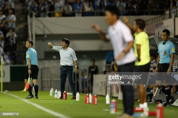 Head coach Hiroshi Nanami of Jubilo Iwata gestures during the JLeague J1 match between Jubilo Iwata and Vissel Kobe at Yamaha Stadium on August 26...