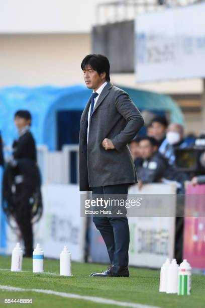Head coach Hiroshi Nanami of Jubilo Iwata looks on during the JLeague J1 match between Jubilo Iwata and Kashima Antlers at Yamaha Stadium on December...