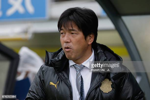 Head coach Hiroshi Nanami of Jubilo Iwata looks on prior to the JLeague J1 match between Kashiwa Reysol and Jubilo Iwata at Hitachi Kashiwa Soccer...