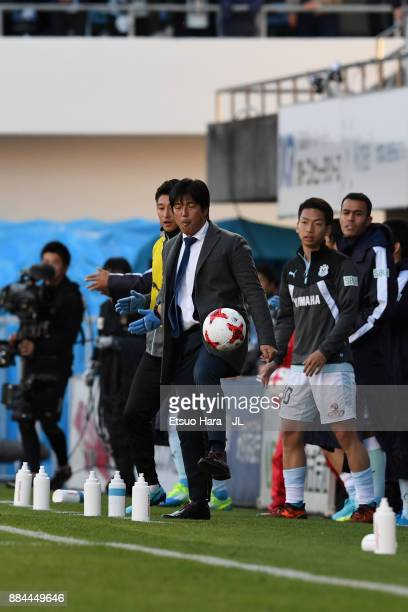 Head coach Hiroshi Nanami of Jubilo Iwata shows technique during the JLeague J1 match between Jubilo Iwata and Kashima Antlers at Yamaha Stadium on...