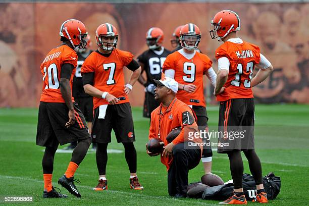 Head coach Hue Jackson of the Cleveland Browns talks with quarterbacks Robert Griffin III Josh McCown Austin Davis and Connor Shaw during a voluntary...