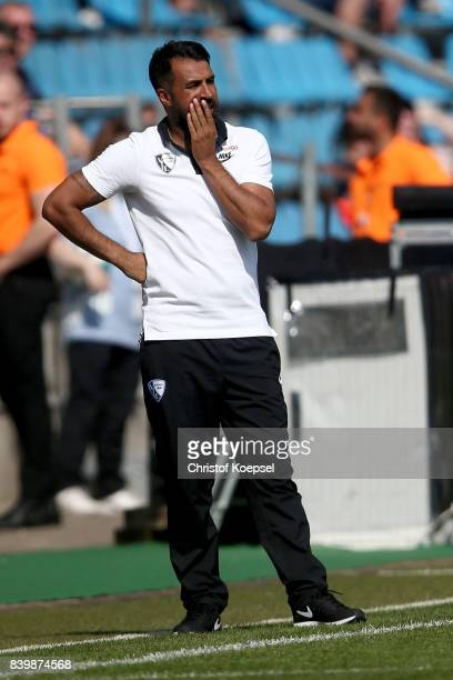 Head coach Ismail Atalan of Bochum reacts during the Second Bundesliga match between VfL Bochum 1848 and SG Dynamo Dresden at Vonovia Ruhrstadion on...