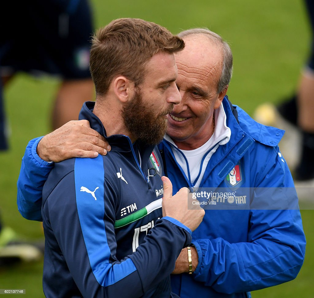 Head coach Italy Giampiero Ventura (R) and Daniele De Rossi chat during the training session at the club's training ground at Coverciano on November 10, 2016 in Florence, Italy.