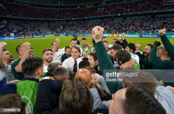 Head coach Italy Roberto Mancini and players of Italy celebrate at the end of the UEFA Euro 2020 Championship Quarter-final match between Belgium and...