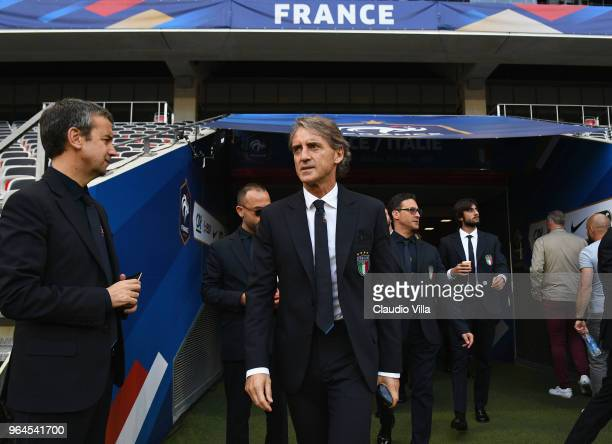 Head coach Italy Roberto Mancini looks on during Italy walk around at Allianz Riviera on May 31 2018 in Nice France